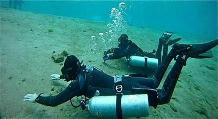 padi-idc-koh-tao-staff-instructor-course-confined-water-skill-train-islatortugadivers.com-isla-tortuga-divers-koh-tao-blog-5-razones-para-bucear-cursos-de-buceo-en-español-padi-logo-project-aware-sidemount