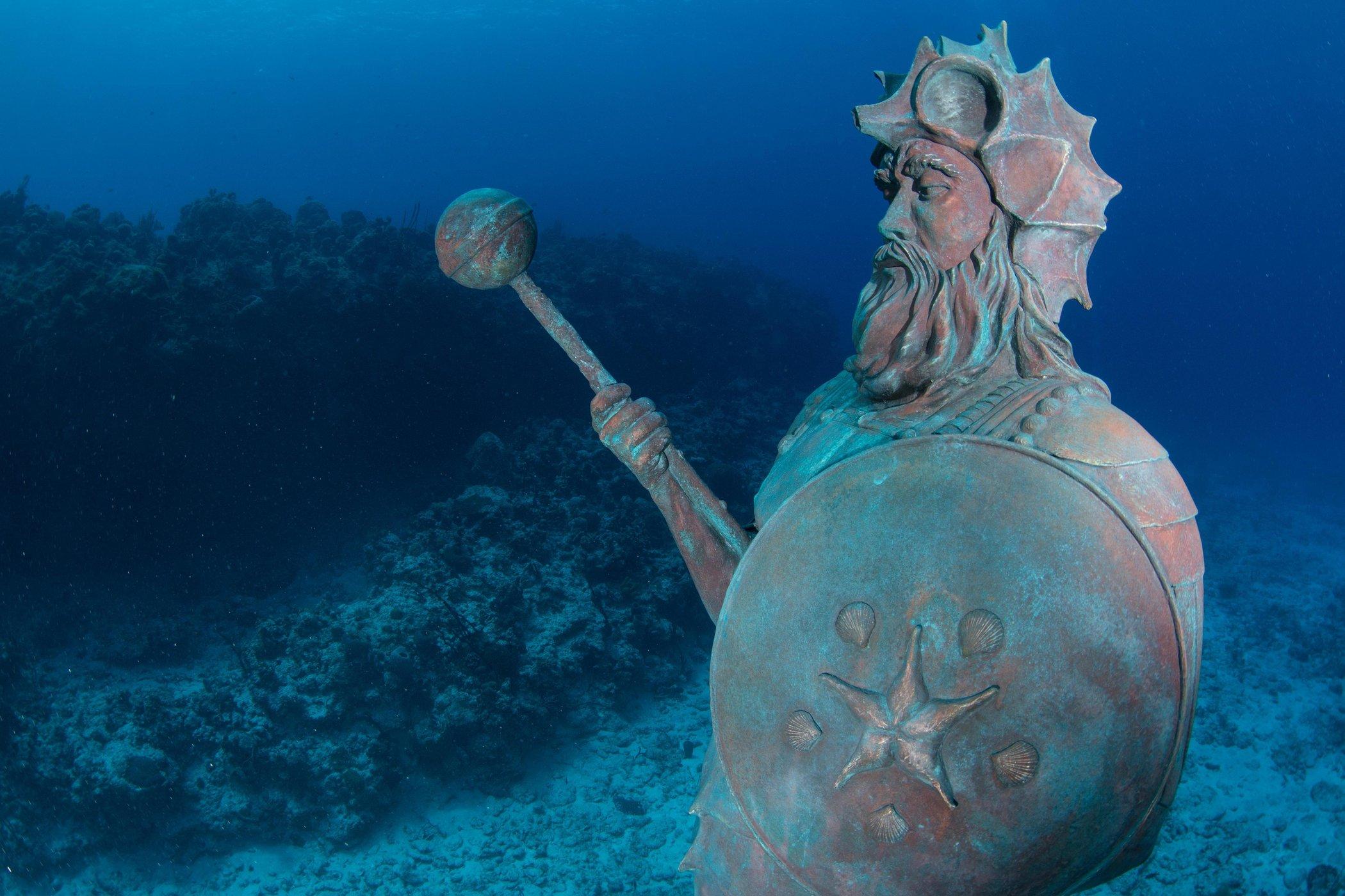 islatortugadivers.com koh tao 10-estatuas-bajo-el-agua-mar-guardian-arrecife-gran-caiman